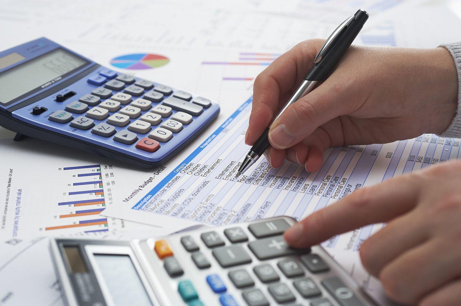 Relatório de desempenho mensal, trimestral e semestral com a rentabilidade, risco e comparação com a meta atuarial